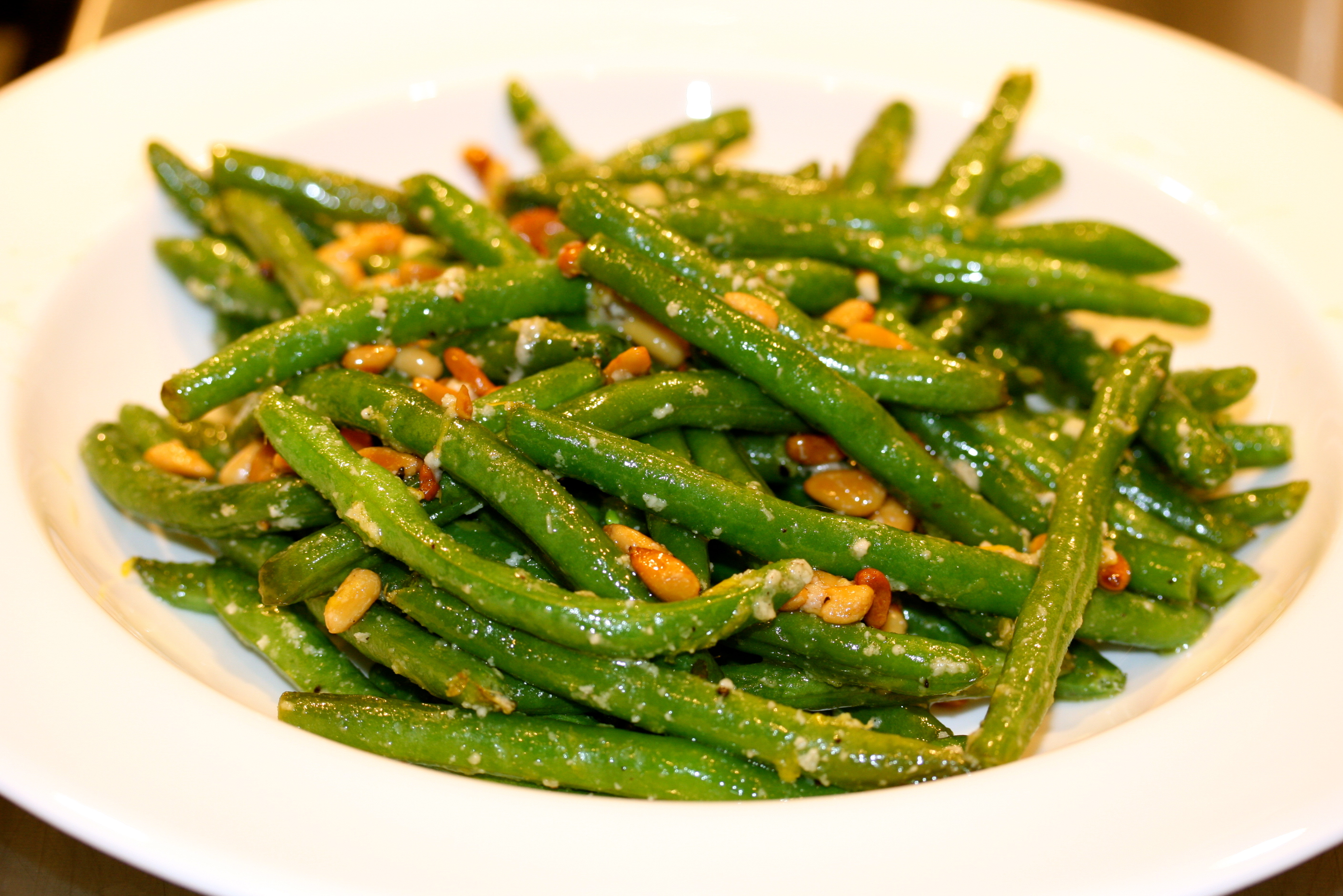Roasted Green Beans with Toasted Pine Nuts & Parmesan | 4plates2table