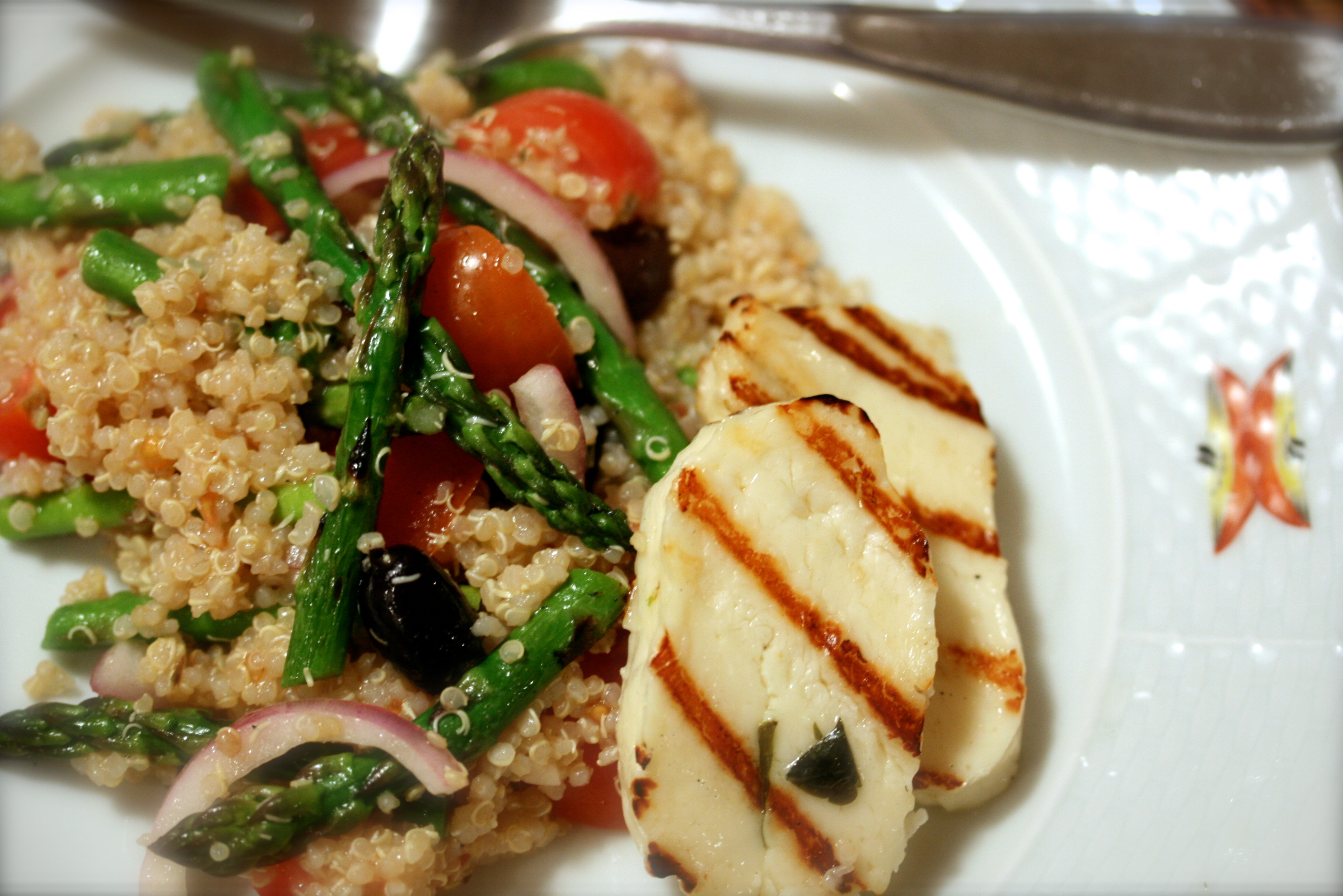 Quinoa Salad with Grilled Asparagus & Halloumi | 4plates2table